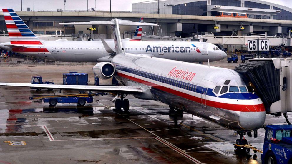 American Airlines Arbeiter pirschte Frau mit suggestiven Texten während des Fluges: Klage