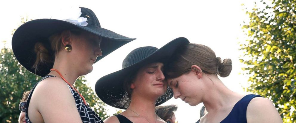 PHOTO: Three daughters of Wendi Winters, Winters, Summerleigh and Montana Geimer hold each other during a candlelight vigil held near the Capital Gazette in Annapolis, Md., June 29, 2018.
