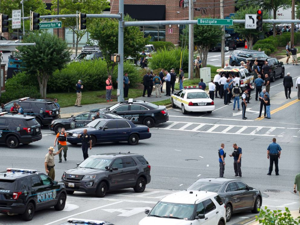 PHOTO: Maryland police officers block the intersection at the building entrance, after multiple people were shot at a newspaper in Annapolis, Md., June 28, 2018.