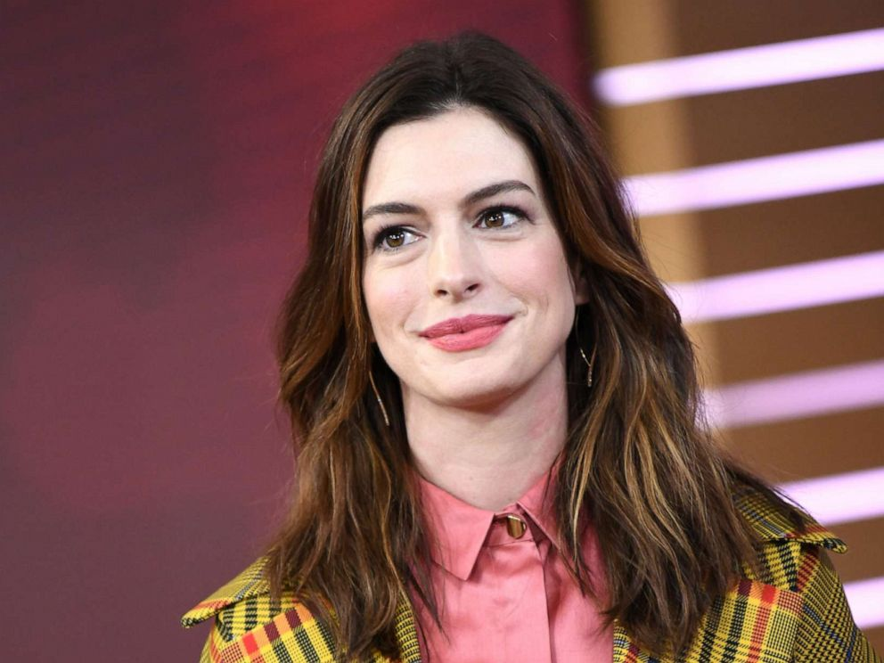 PHOTO: Anne Hathaway appears on ABCs Good Morning America, Jan. 23, 2019.