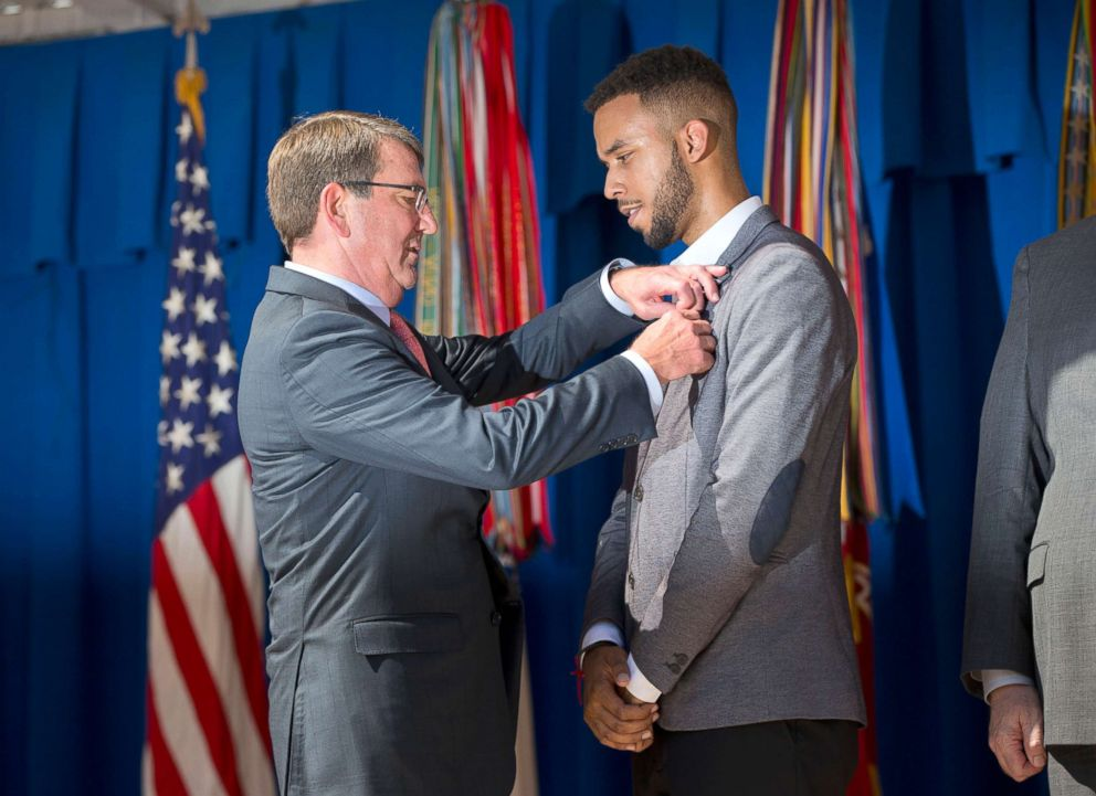 PHOTO: Defense Secretary Ash Carter, left, awards Anthony Sadler, with the Defense Departments Medal for Valor during a ceremony at the Pentagon, Sept. 17, 2015.