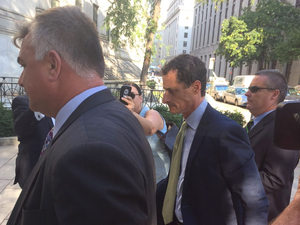PHOTO: Anthony Weiner heads into court for his sentencing, Sept. 25, 2017.
