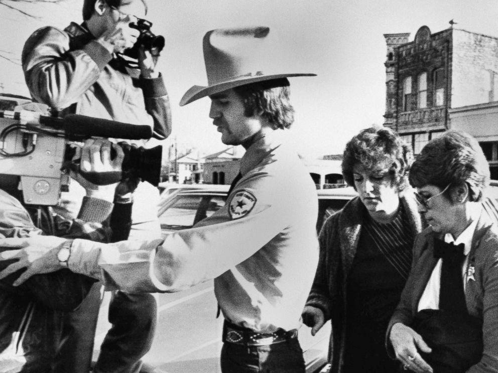PHOTO: Nurse Genene Jones, in custody of Kerr County Deputy Clay Barton, left, and Williamson County Deputy Loretta Pickett, right, arrives at Williamson County Courthouse in Georgetown, Texas, Feb. 16, 1984.