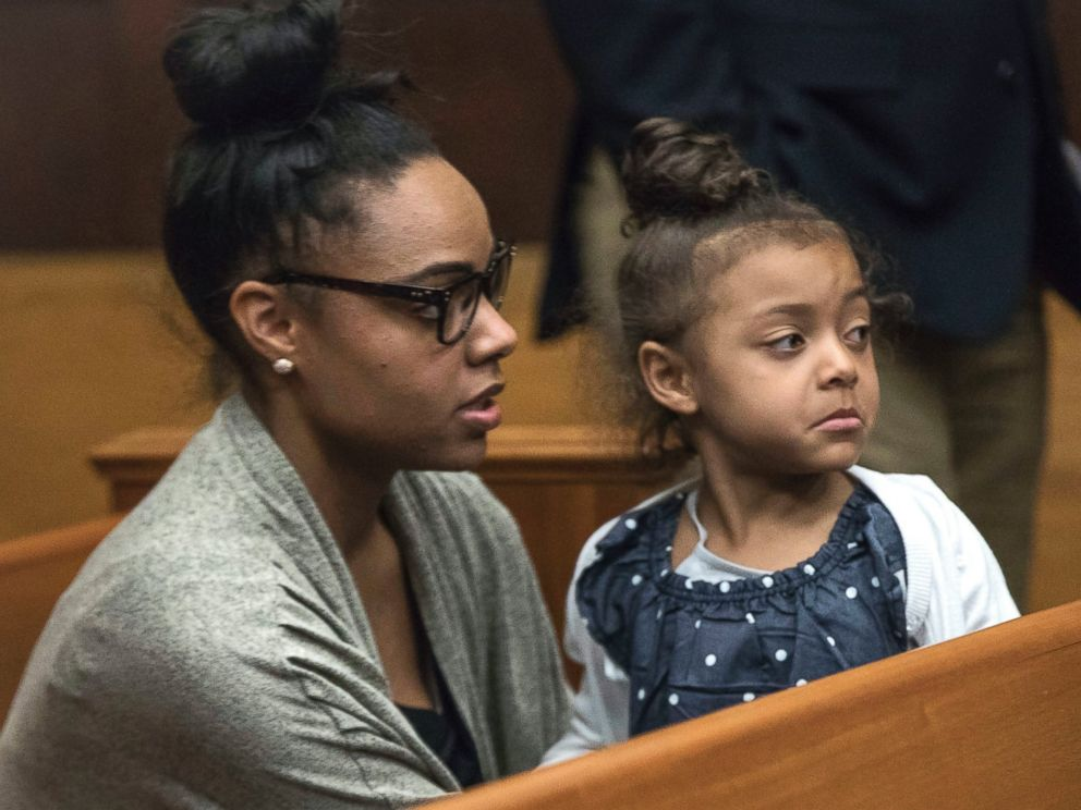 PHOTO: Shayanna Jenkins Hernandez, fiancee of former New England Patriot Aaron Hernandez, sits in the courtroom with the couples daughter during jury deliberations in Hernandezs double-murder trial at Suffolk Superior Court in Boston, April 12, 2017.