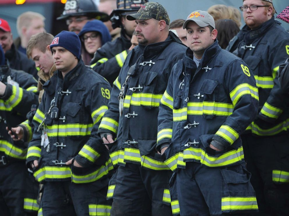 PHOTO: Lower Burrell Fire Station #69 waits with a crowd for the procession transporting the casket of slain New Kensington Police Officer Brian Shaw to the Rusiewicz Funeral Home in Lower Burrell, Pa., Nov. 18, 2017.