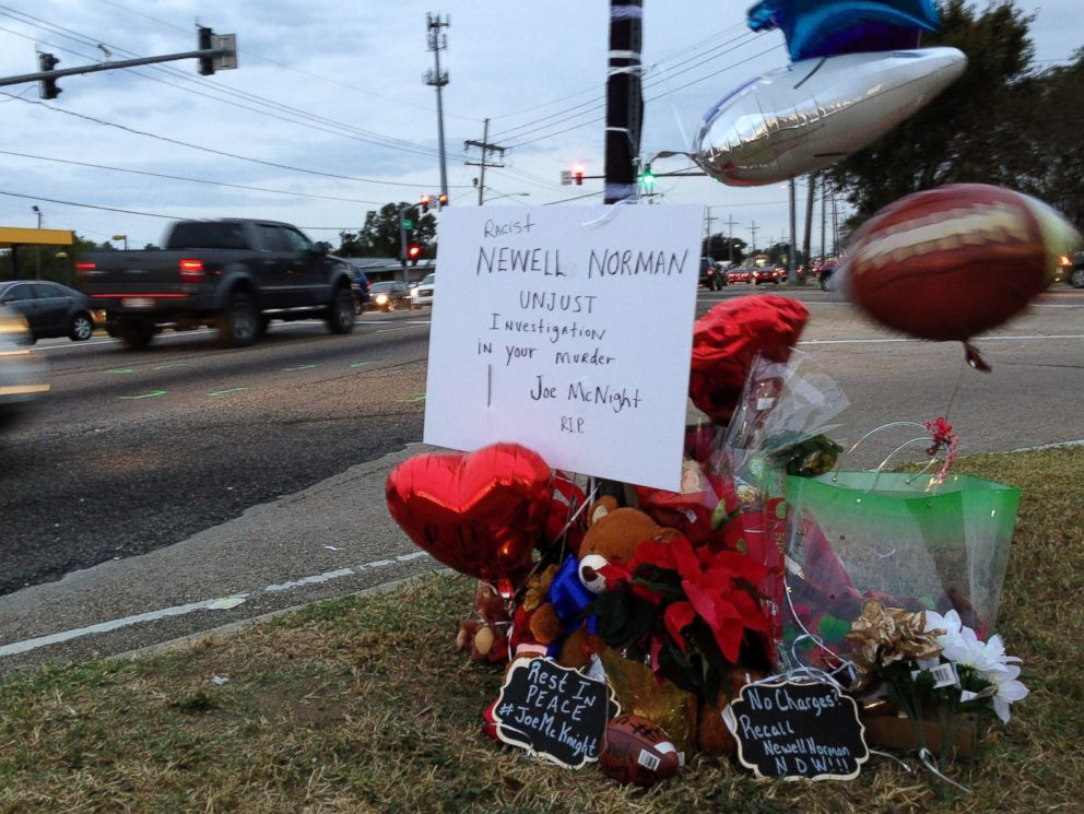 PHOTO: A roadside memorial at the intersection where ex-NFL player Joe McKnight was shot and killed during a road rage incident in Terrytown, La., Dec. 2, 2016.