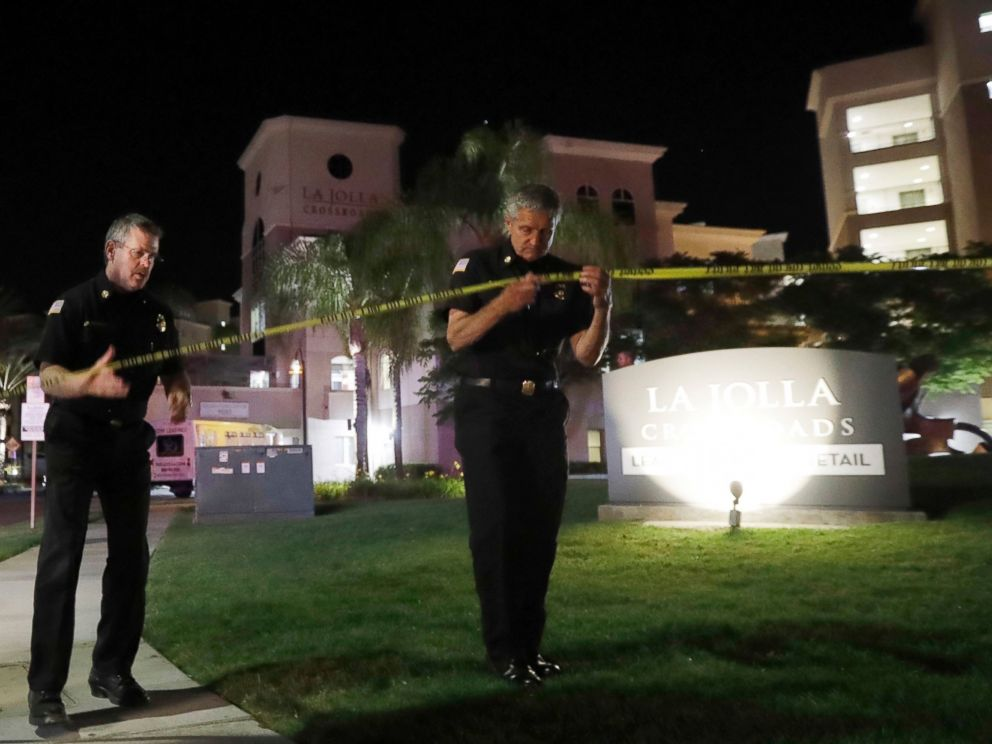 PHOTO: San Diego police officers at the scene of a shooting at La Jolla apartment, April 30, 2017, in San Diego