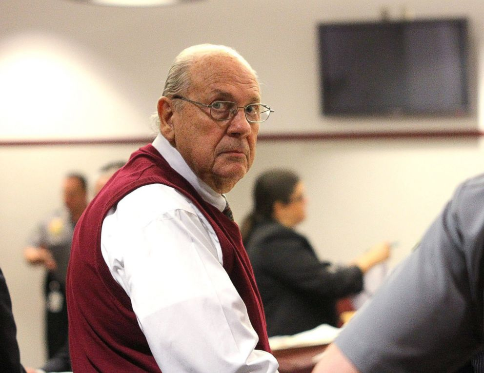 PHOTO: Curtis Reeves looks into the gallery, Feb. 5, 2014, during a court bond hearing in Dade City, Fla.