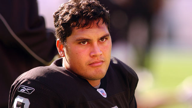 PHOTO: Quarterback Marques Tuiasosopo of the Oakland Raiders looks on against the Washington Redskins, Nov. 20, 2005 at FedExField in Landover, Md.