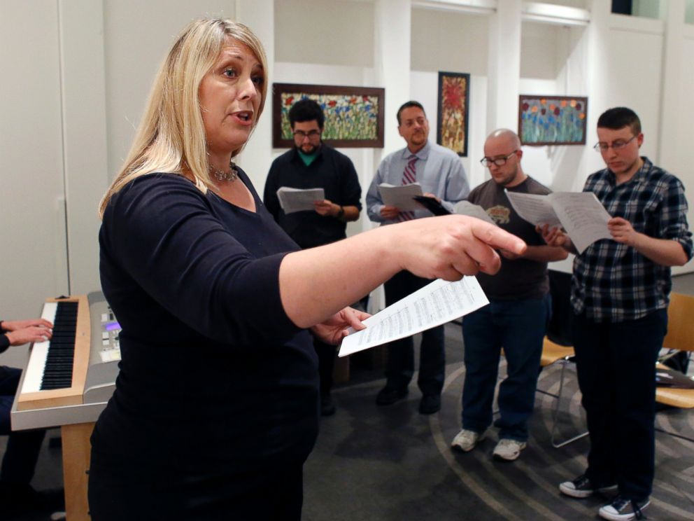 PHOTO: Butterfly Music Transgender Chorus Founder Sandi Hammond directs members during a rehearsal at a church in Cambridge, Mass on Oct. 7, 2015.