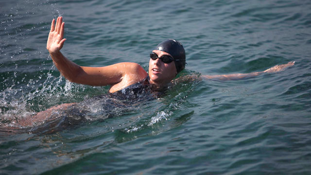 PHOTO: Australian swimmer Chloe McCardel waves to spectators as she begins her swim to Florida from the waters off Havana, Cuba, June 12, 2013.