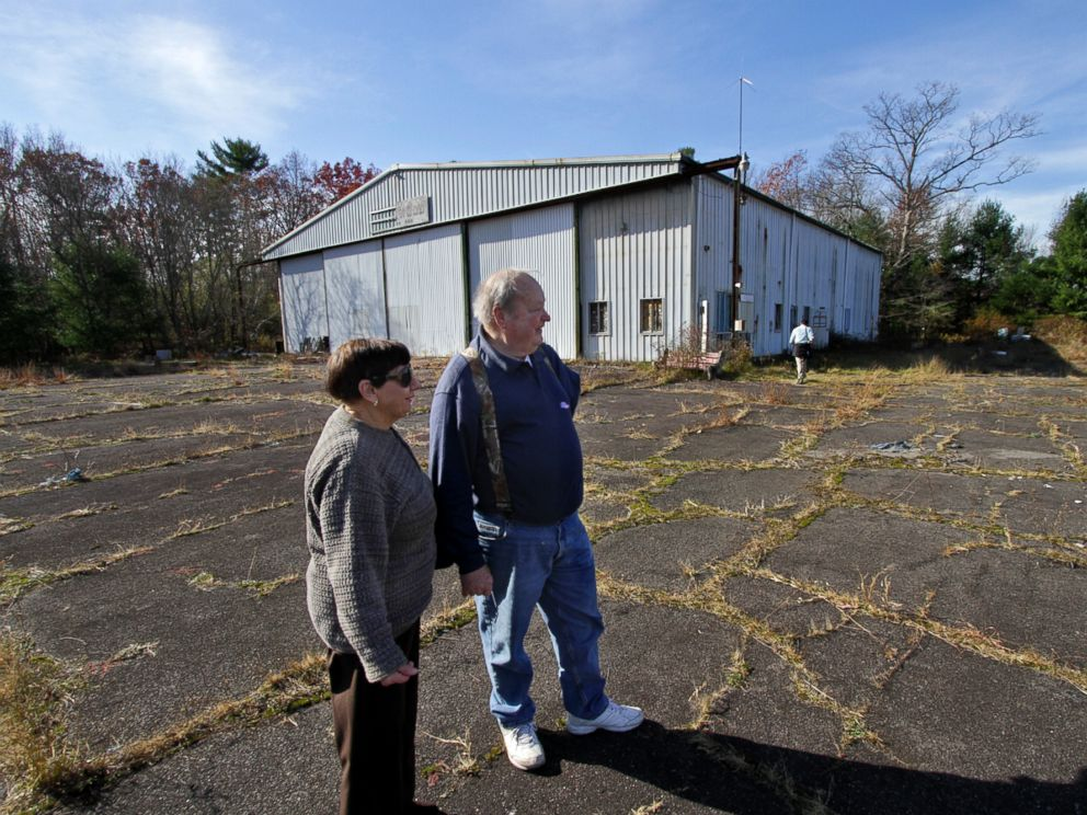 PHOTO: Maureen and Werner Kuesters of Tannersville, Pa., look over the airport hangar and airstrip at the abandoned Birchwood Resort grounds in Pocono Township, Pa., Nov. 4, 2014, where accused Pennsylvania State Trooper killer Eric Frein was arrested.
