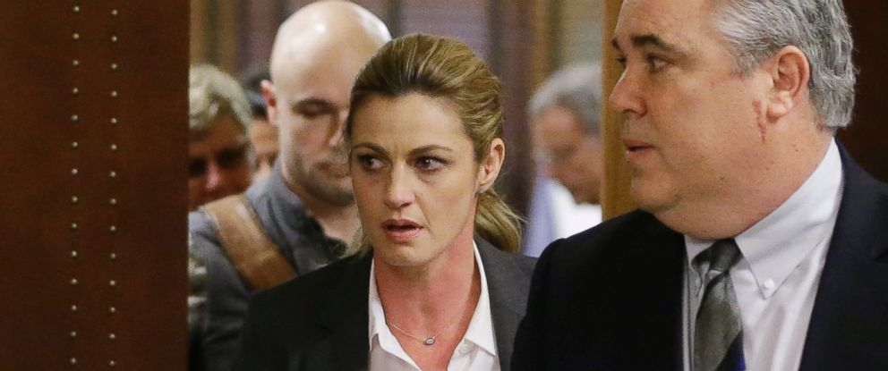 PHOTO: Sportscaster and television host Erin Andrews leaves the courtroom with attorney Scott Carr after the verdict was read in her lawsuit March 7, 2016, in Nashville, Tenn.