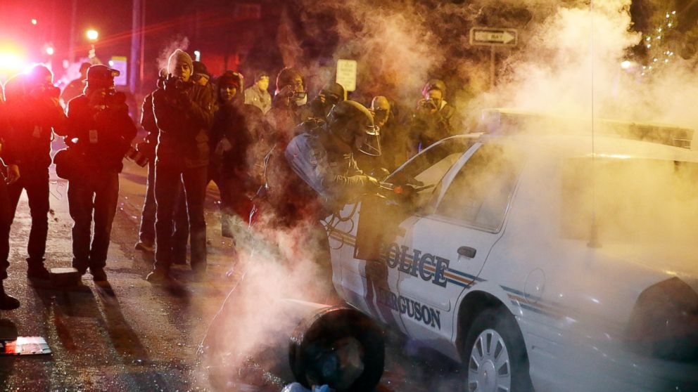 Police Fire Tear Gas at Protesters Amid Renewed Ferguson Unrest ...