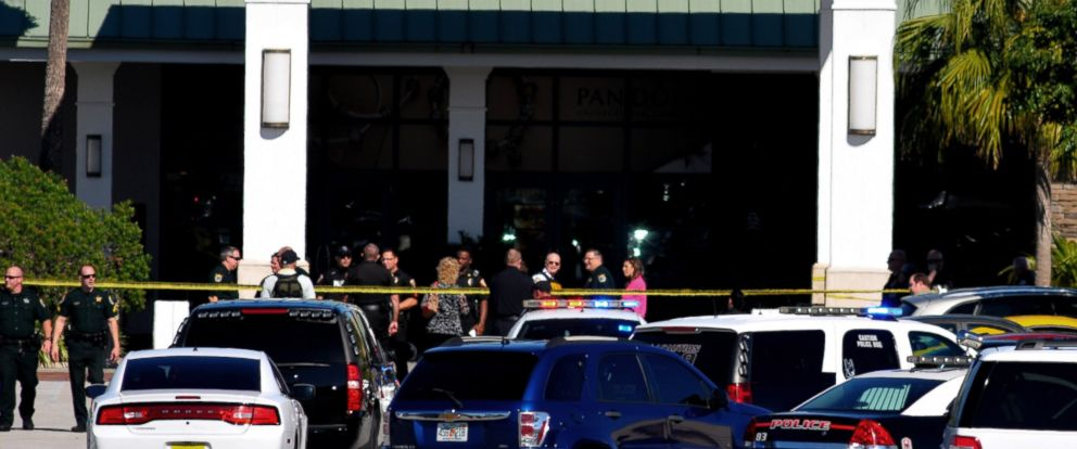 PHOTO: Emergency personnel respond to the scene of a shooting at the Melbourne Square Mall on Jan 17, 2015 in Melbourne, Fla.
