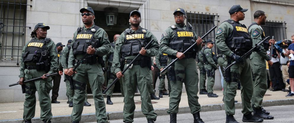 PHOTO: Members of the Baltimore City Sheriffs Office stand guard outside a courthouse after Officer Caesar Goodson was acquitted of all charges in his trial in Baltimore, June 23, 2016.
