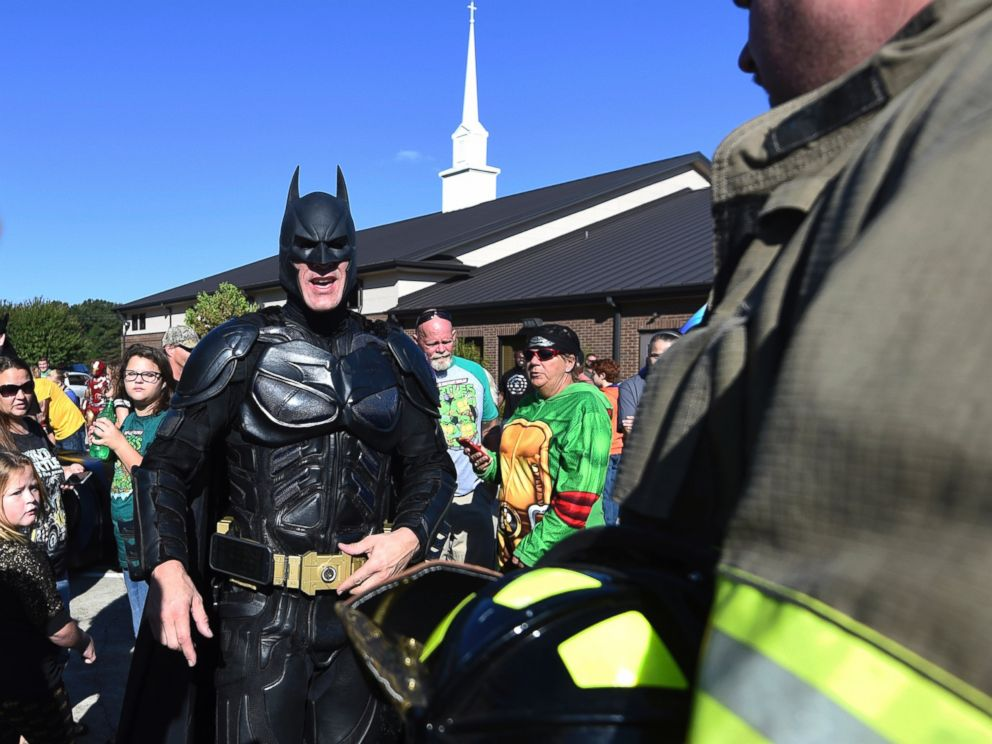 PHOTO A man dressed as Batman arrives during a superhero-themed funeral service for  sc 1 st  ABC News & Mourners Don Superhero Costumes to Funeral for 6-Year-Old Shot at SC ...