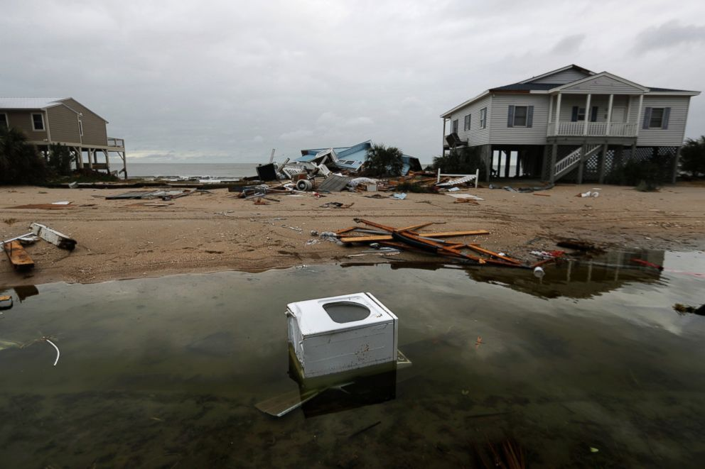 https://s.abcnews.com/images/US/ap_hurricane_matthew_south_carolina_01_mt_161008_3x2_992.jpg