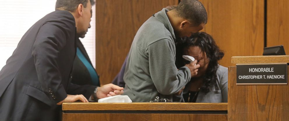 PHOTO: Kalamazoo County Court staff and family comfort Tiana Carruthers on the witness stand after an outburst by defendant Jason Dalton during his preliminary examination in district court, May 20, 2016 in Kalamazoo, Mich.