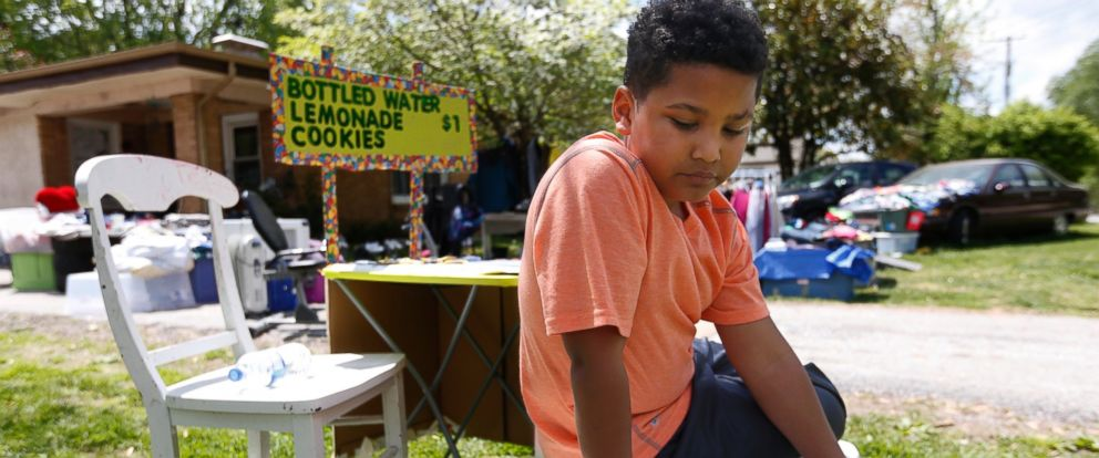 PHOTO: Tristan Jacobson sits on a water cooler in front of his lemonade stand outside his home in Springfield, Mo. on April 22, 2016.