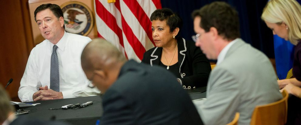 PHOTO: Attorney General Loretta Lynch, right, and FBI Director James Comey, left, meet with members of the media at Justice Department in Washington, Nov. 19, 2015.