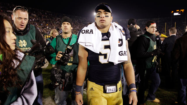 PHOTO: Notre Dame linebacker Manti Teo walks off the field following an NCAA college football game against Wake Forest in South Bend, Ind., Nov. 17, 2012.