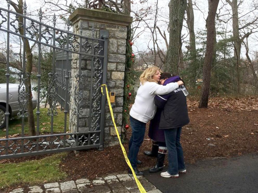 PHOTO: A group of women gather outside the gate of a home following a fire in Childs Point Road, Jan. 19, 2015, in Annapolis, Md.