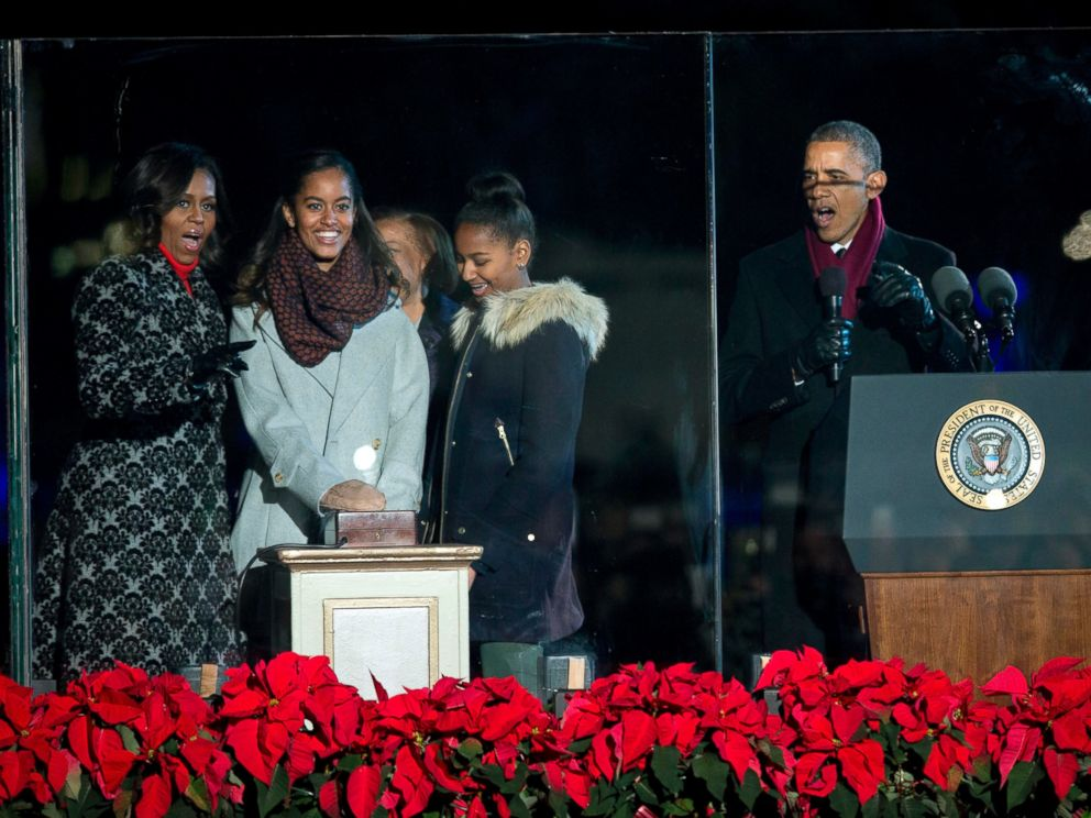 PHOTO: The Obamas light the 2014 National Christmas Tree during the National Christmas Tree lighting ceremony at the Ellipse near the White House in Washington, Dec. 4, 2014.