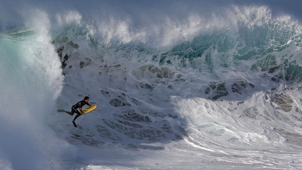 See What It S Like To Surf The Wedge Newport Beach Monster Wave Abc News