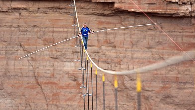 PHOTO: Aerialist Nik Wallenda walks a 2-inch-thick steel cable taking him a quarter mile over the Little Colorado River Gorge, Ariz., June 23, 2013.