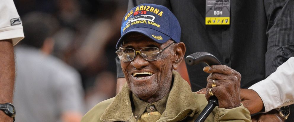 Texan Richard Overton, the oldest US WWII vet, turns 111 ...