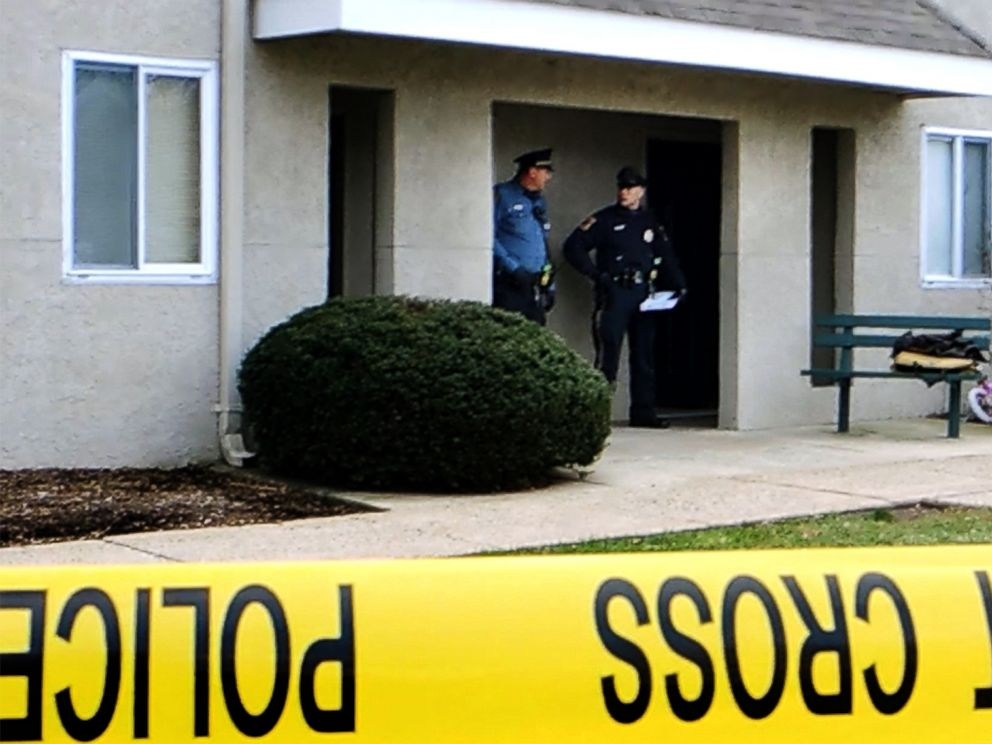 PHOTO: Police and Montgomery County investigators process the scene of an overnight shooting at the Pheasant Run Apartments in Harleysville, Pa., Dec. 15, 2014.