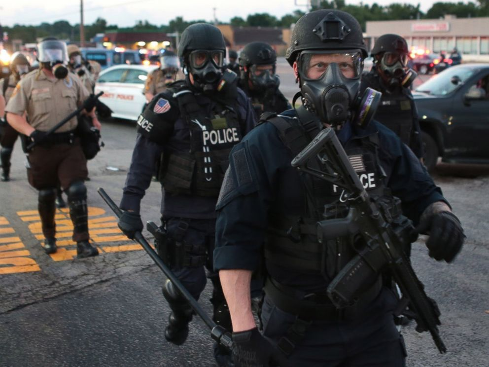 PHOTO: Tactical officers line up Monday, Aug. 11, 2014, in Ferguson, Mo.