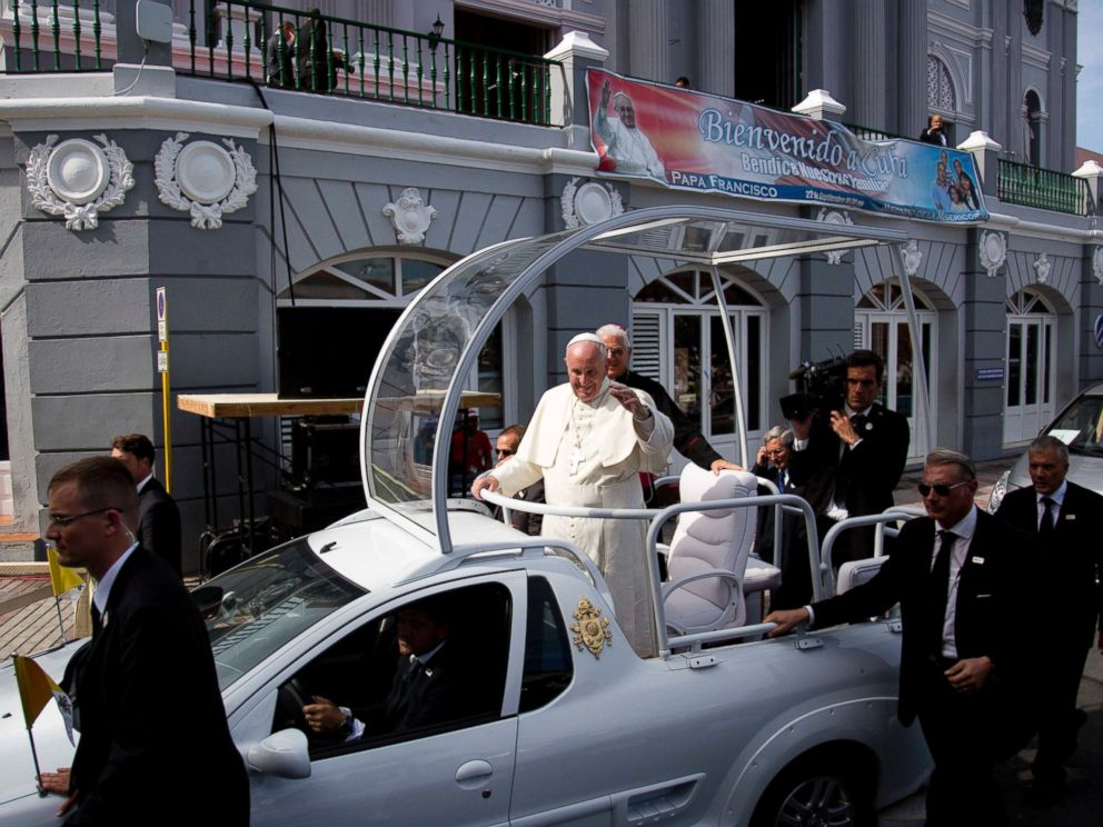 PHOTO: Security surrounds Pope Francis popemobile as he makes his way to the Metropolitan Cathedral to celebrate Mass in Santiago de Cuba, Cuba, Sept. 22, 2015.