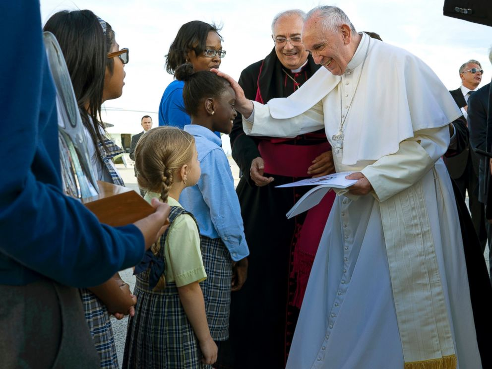 PHOTO: Pope Francis reaches out to 5th grader Omodele Ojo, of New York, as he is greeted while arriving at John F. Kennedy International Airport, Sept. 24, 2015, in New York.