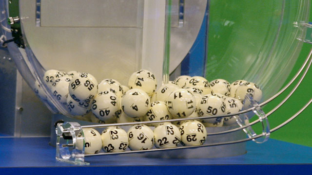 PHOTO: Powerball numbers are chosen in the drawing at the Florida Lottery on Wednesday, Nov. 28, 2012, in Tallahassee, Fla.