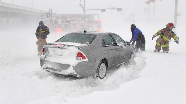 PHOTO: Amarillo, Texas, emergency personnel assist a stranded motorist on the I-40 service road, Feb. 25, 2013.