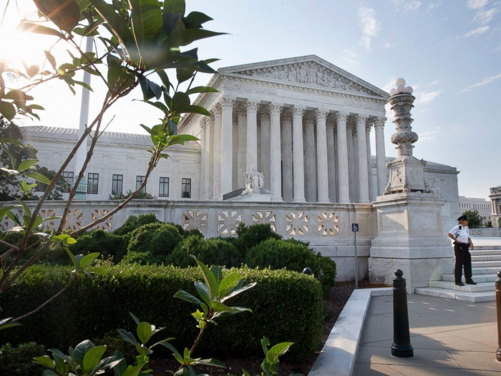 PHOTO: Security guards the Supreme Court in Washington, June 25, 2015.