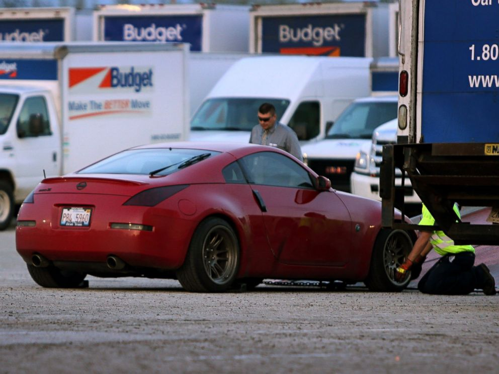PHOTO: Taylor Clarks 2007 Nissan 350ZX is loaded on to the back of tow tuck after it was found in the St. Louis suburb of Hazelwood, Mo. on May 5, 2015.