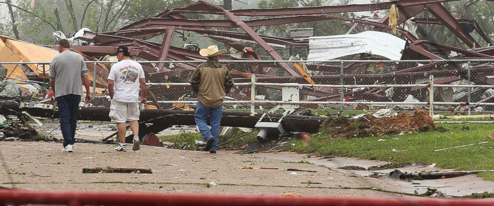 PHOTO: Residents survey damage to an elementary school caused by severe weather, May 11, 2015, in Van, Texas.