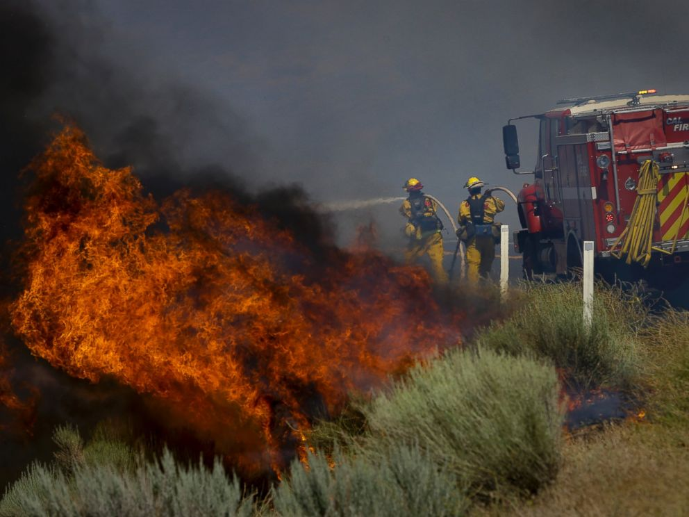 PHOTO: Firefighters battle a wildfire burning along Highway 178 near Lake Isabella, Calif., June 24, 2016.