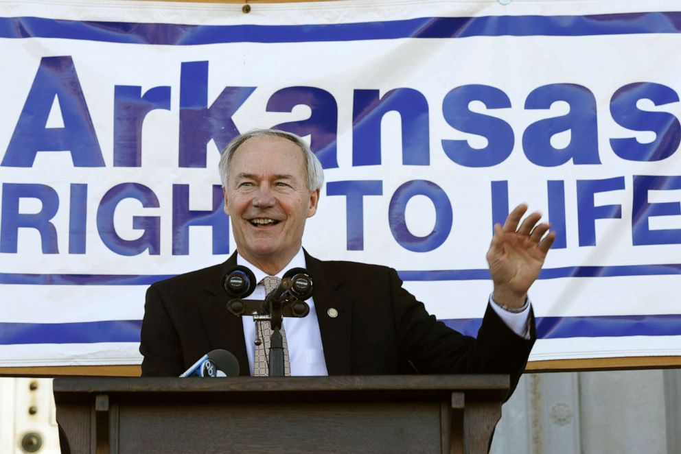 PHOTO: Arkansas Gov. Asa Hutchinson waves before speaking at an anti-abortion rally at the Arkansas state Capitol in Little Rock, Ark., Jan. 18, 2015.