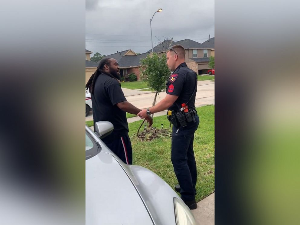 Viral video shows white deputy mistakenly trying to arrest black man on warrant - ABC News