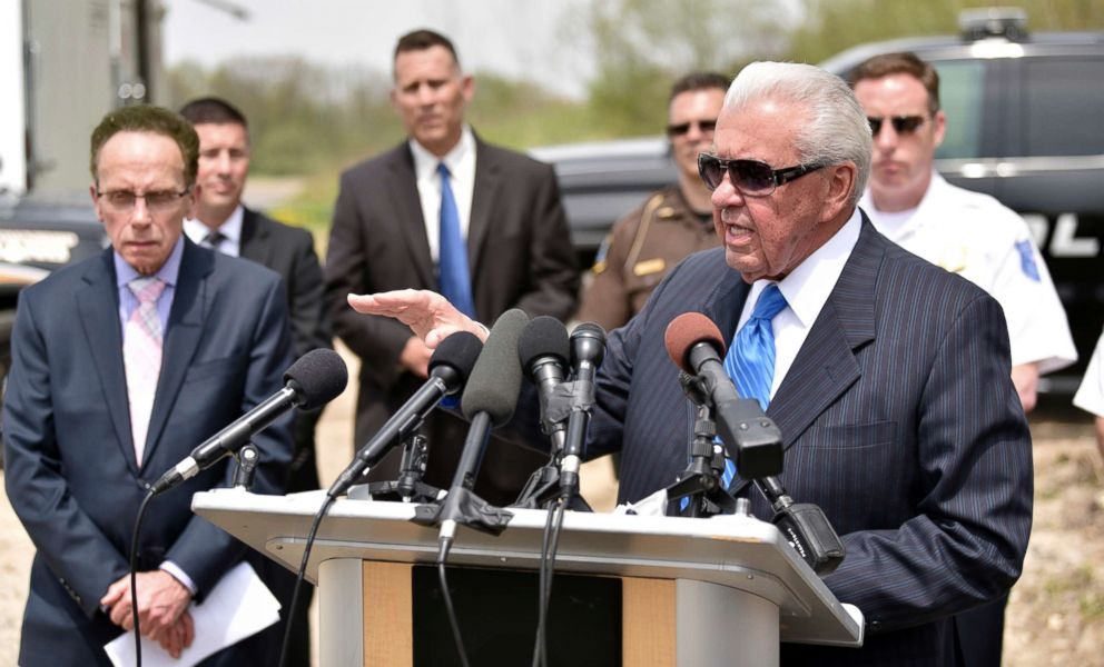 PHOTO: Warren Police Commissioner Bill Dwyer speaks at a press conference about Arthur Ream in Macomb Township, Mich, May 8, 2018.