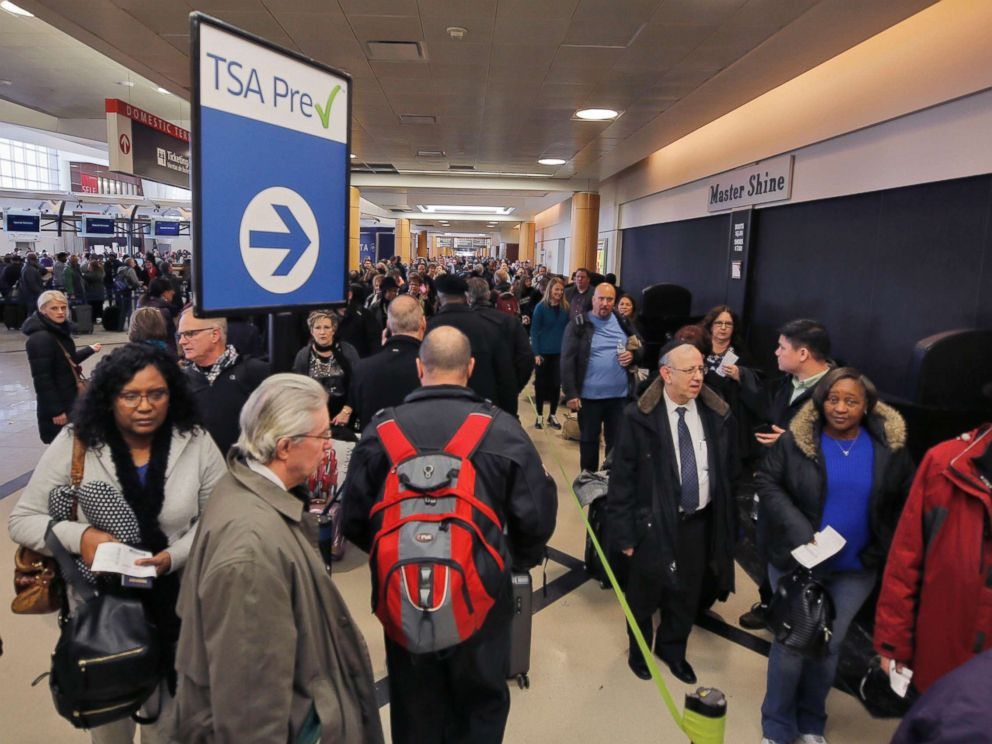 PHOTO: Passengers wait in a security line at Hartsfield-Jackson International Airport in Atlanta, Jan. 17, 2018.