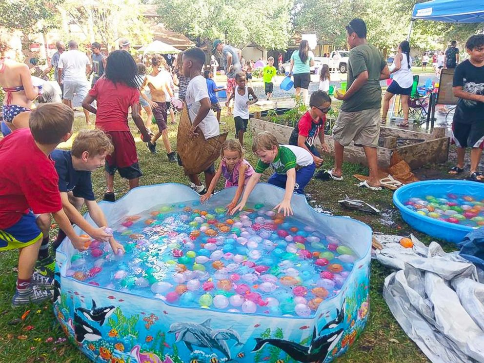 PHOTO:Residents of Riverton Drive in Austin, Texas, participate in a balloon fight during one of their annual block parties.