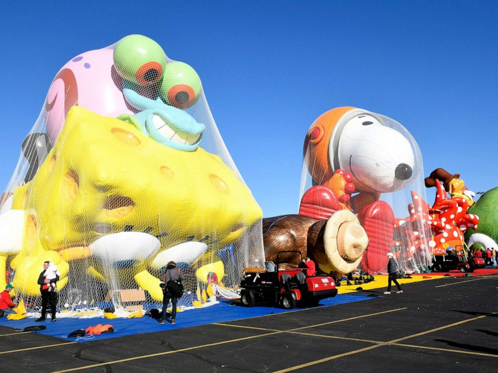 Macy's Thanksgiving Day Parade Marches on in Blustery New York Weather
