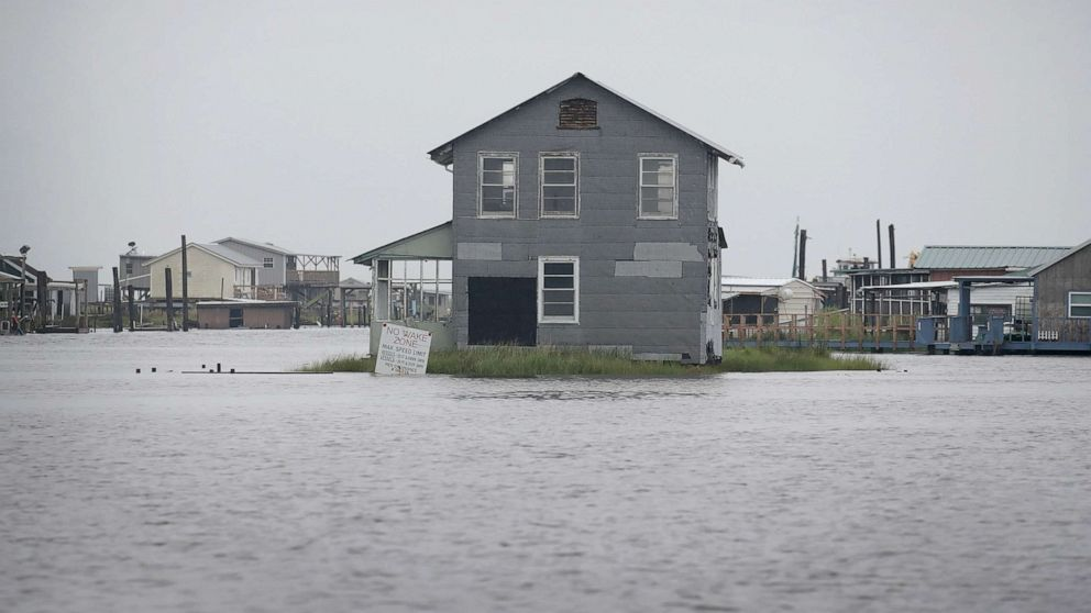 Flooding lingers in central US as heat wave threatens East Coast thumbnail