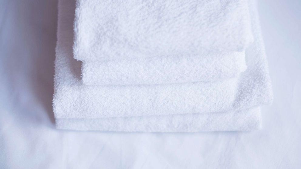 Twitter's bath towel debate is perfectly mindboggling thumbnail