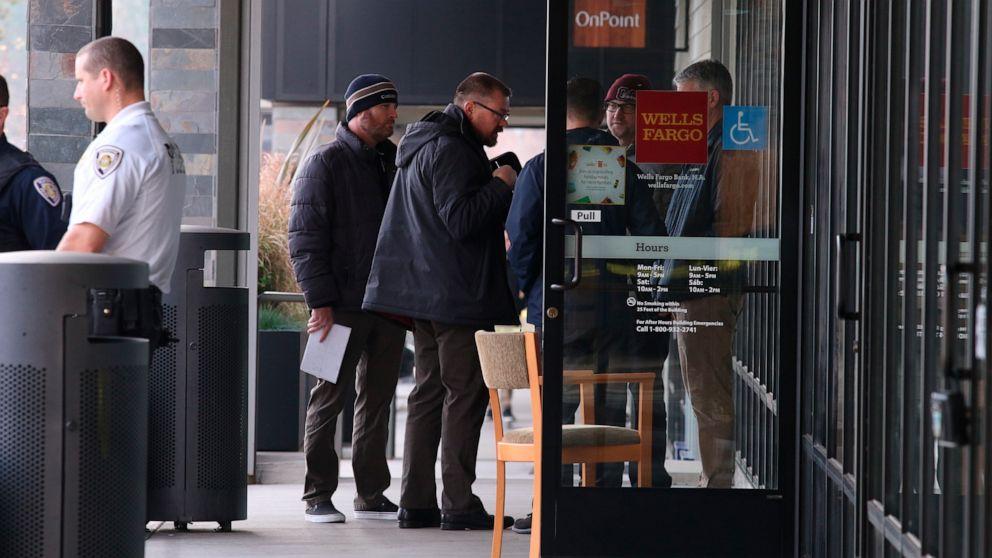 Gagalkan perampokan bank menyebabkan fatal menusuk mengamuk, pembajakan mobil: Polisi